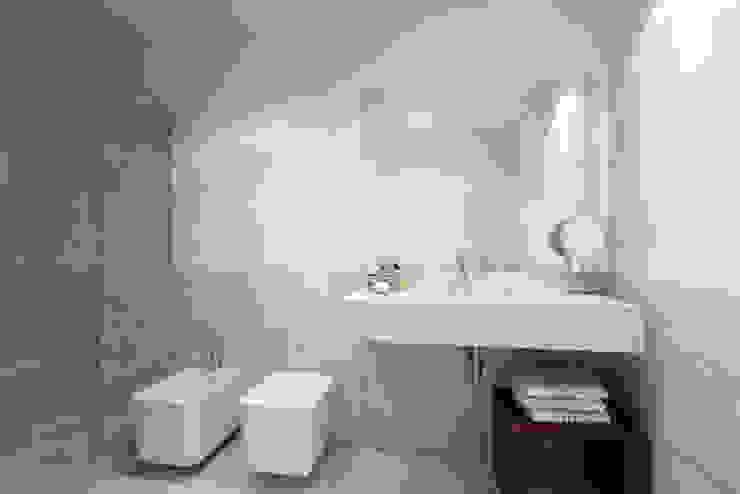 APARTAMENTO LUXO - T1 - AVENIDA DA LIBERDADE Casas de banho modernas por EU LISBOA Moderno
