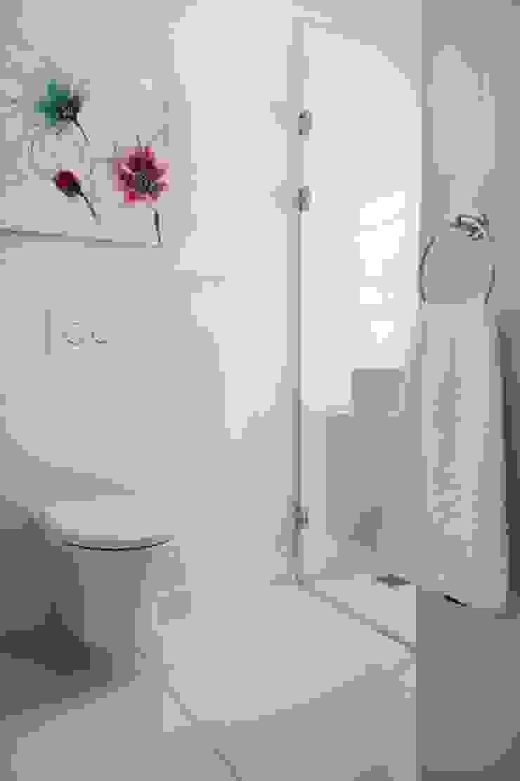 Guest bathroom Salomé Knijnenburg Interiors Colonial style bathroom