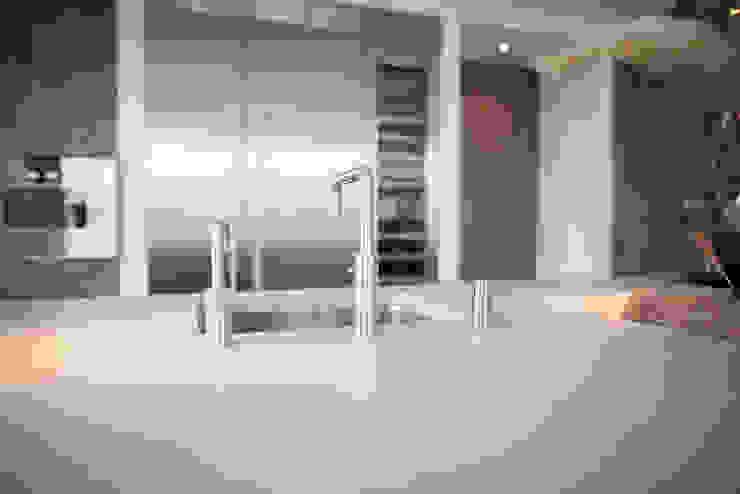 Keuken stoer gestoomd eiken in combinatie met mortex Industriële keukens van Wood Creations Industrieel
