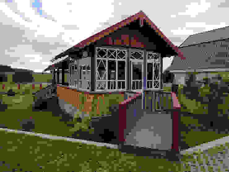 Усадьба под Волоколамском Дома в стиле кантри от Архитектор и дизайнер Михаил Топоров Кантри