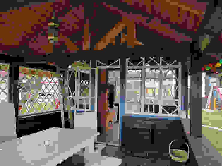 Усадьба под Волоколамском Столовая комната в стиле кантри от Архитектор и дизайнер Михаил Топоров Кантри