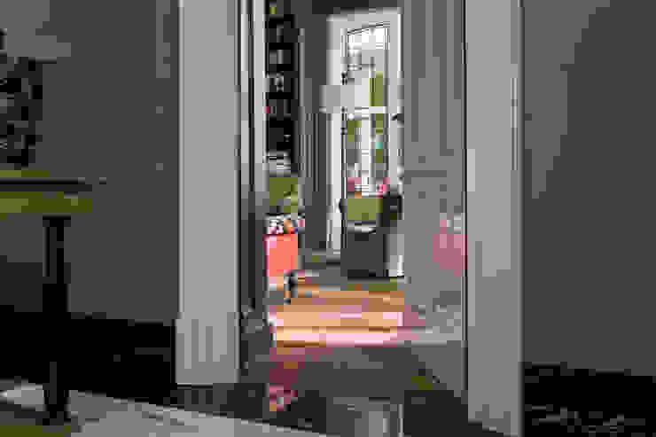 Klassiek Engelse deur met architraaf, tailor-made Klassieke ramen & deuren van Vonder Klassiek