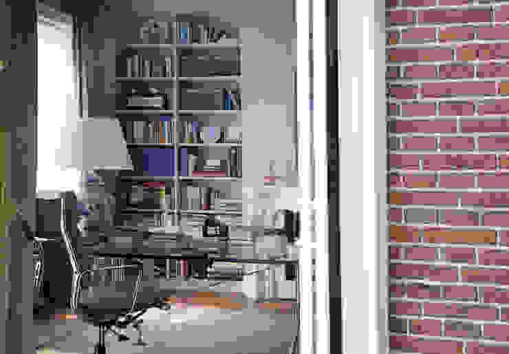 Werkkamer met eenvoudige Library Eclectische studeerkamer van Vonder Eclectisch