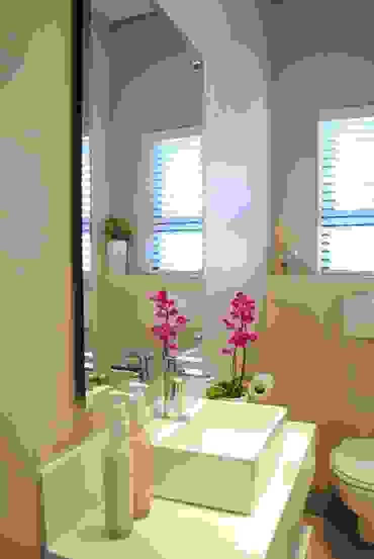Guest toilet Salomé Knijnenburg Interiors Modern bathroom