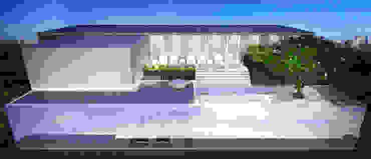 Lunar Suites โดย Autchawin Architect Co., Ltd.