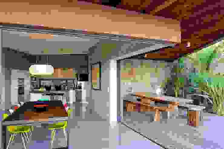 Mediterranean style dining room by Atelier Jean GOUZY Mediterranean