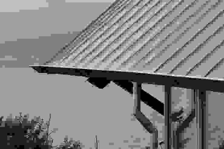 Long House Casas de estilo escandinavo de Retool architecture Escandinavo Aluminio/Cinc