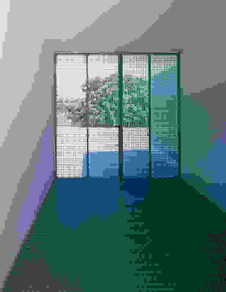 Vivienda Ll Pasillos, vestíbulos y escaleras minimalistas de Vila Suárez Minimalista