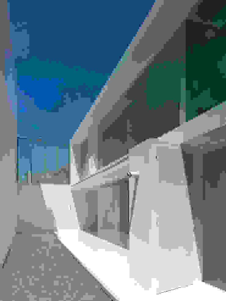 Vivienda Ll Jardines minimalistas de Vila Suárez Minimalista