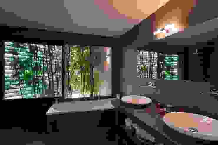 Bathroom by Atelier Jean GOUZY, Mediterranean