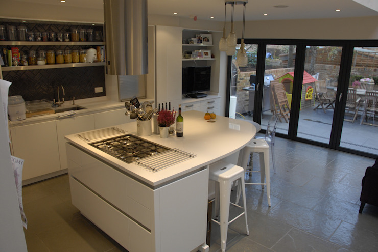 High gloss handleless kitchen Modern kitchen by Greengage Interiors Modern