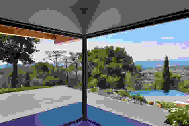 Mediterraner Balkon, Veranda & Terrasse von Atelier Jean GOUZY Mediterran