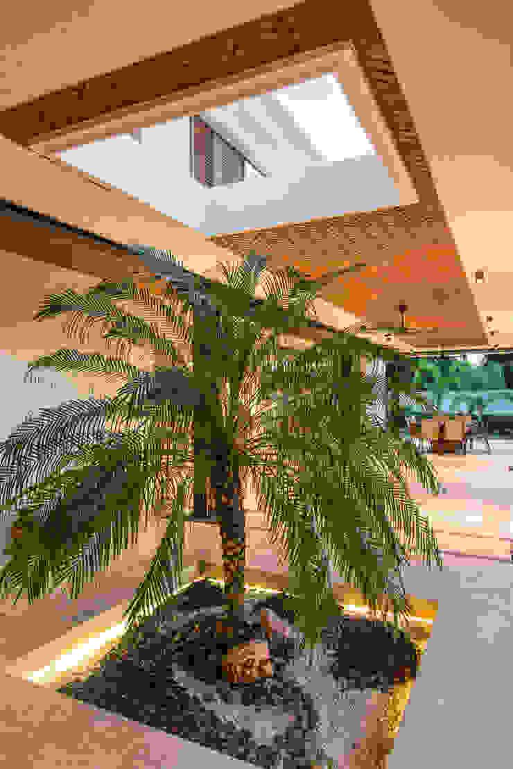 TERRAZA Balcones y terrazas modernos de AMEC ARQUITECTURA Moderno