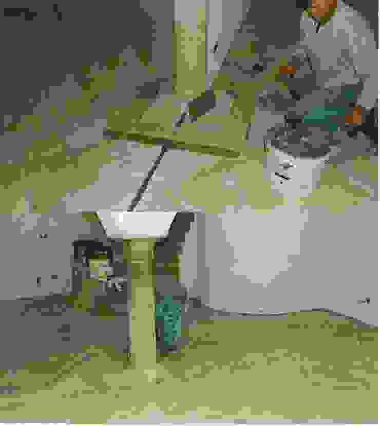Restaurierung eines alten Gehöftes am Chiemsee CASA Santa Barbara Mediterrane Wohnzimmer Fliesen