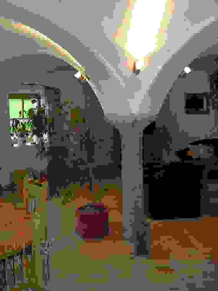 Restaurierung eines alten Gehöftes am Chiemsee CASA Santa Barbara Koloniale Wohnzimmer Ziegel