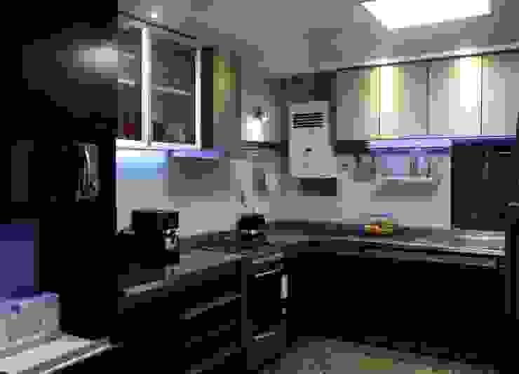 Vista de la cocina luego de la reforma y remodelación. de De Signo +