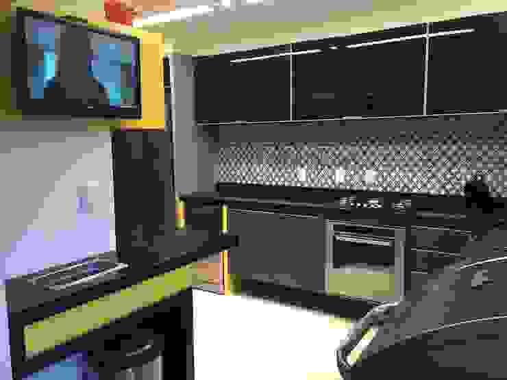 Moderne Küchen von ROBERTA FANTON ARQUITETURA INTEGRADA Modern