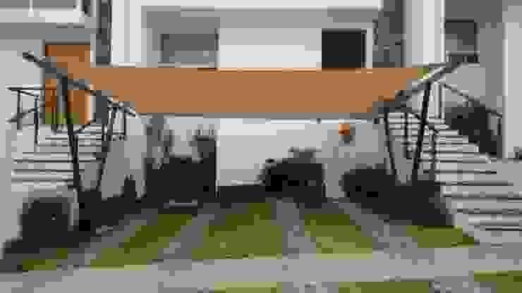 Garajes de estilo  por 3C Arquitectos S.A. de C.V., Moderno Hierro/Acero