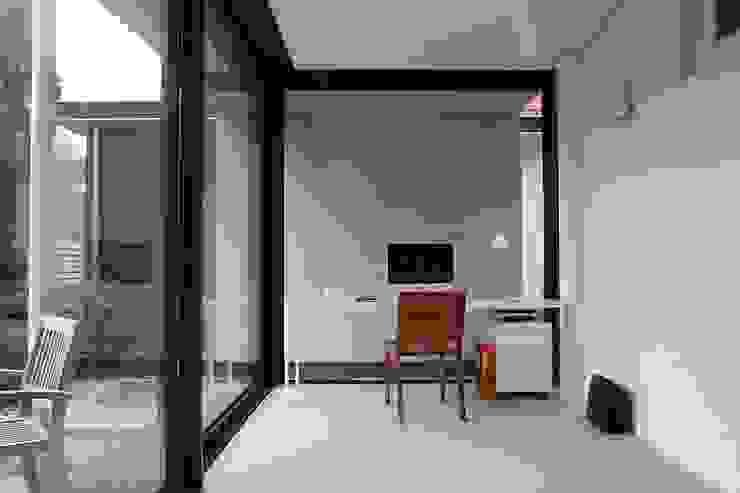 Verbouw en aanbouw jaren dertig woning Bilthoven Moderne studeerkamer van Architectenbureau Jules Zwijsen Modern