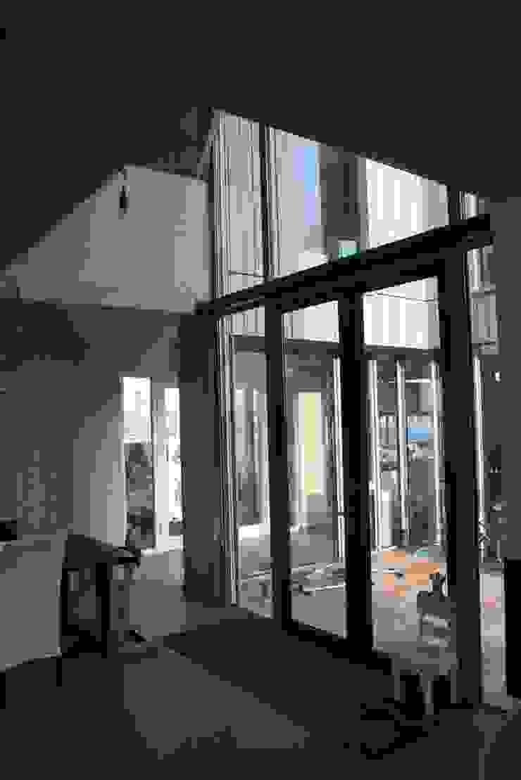 Houten huis Rieteiland Oost Amsterdam Moderne woonkamers van Architectenbureau Jules Zwijsen Modern