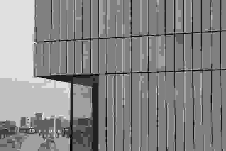 Houten huis Rieteiland Oost Amsterdam Moderne huizen van Architectenbureau Jules Zwijsen Modern