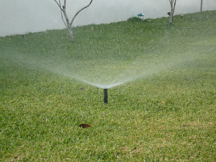 IRRIGATION SYSTEMS Tropical style garden by TARTE LANDSCAPES Tropical