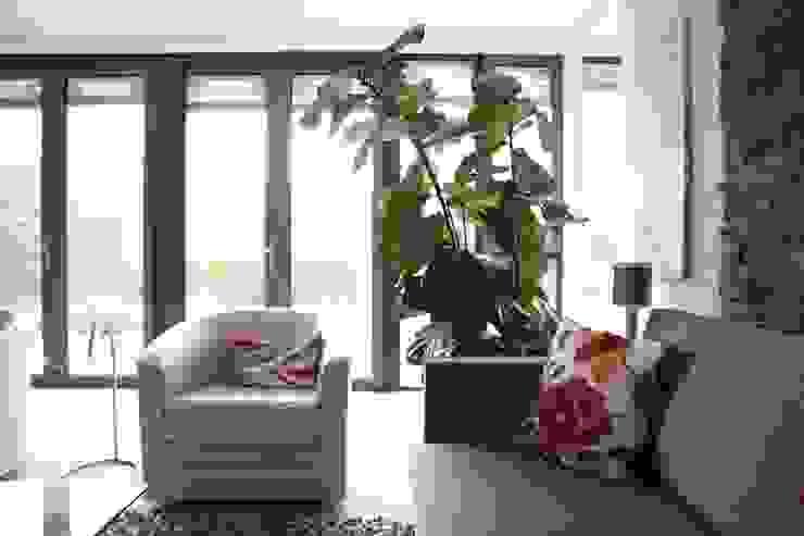 Villa in Vleuten Moderne woonkamers van Architectenbureau Jules Zwijsen Modern