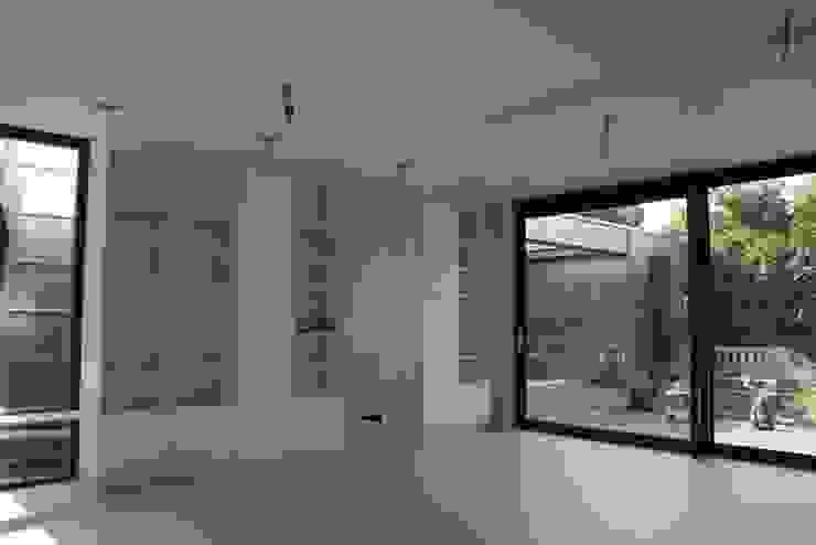 Moderne Uitbouw en aanbouw Moderne woonkamers van Architectenbureau Jules Zwijsen Modern
