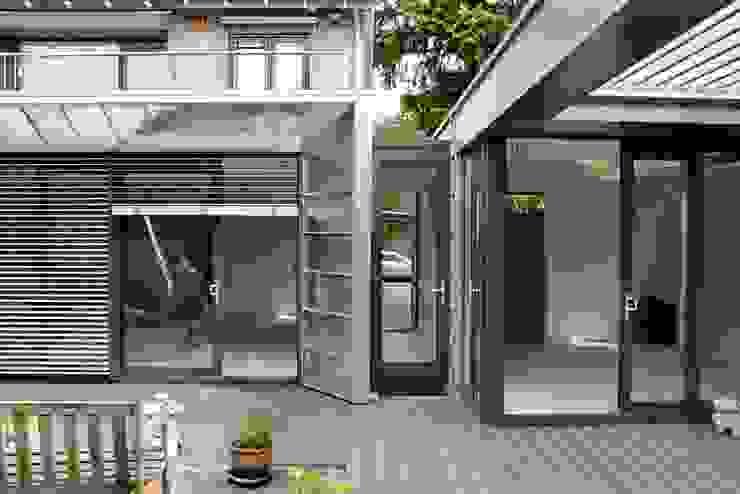 Moderne Uitbouw en aanbouw Moderne huizen van Architectenbureau Jules Zwijsen Modern
