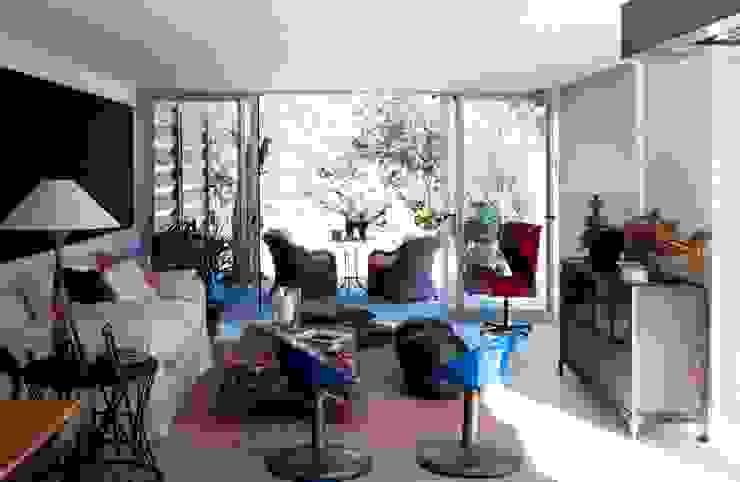 Moderne woonkamers van james&mau Modern