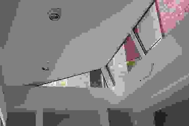 Moderne Uitbouw Moderne woonkamers van Architectenbureau Jules Zwijsen Modern