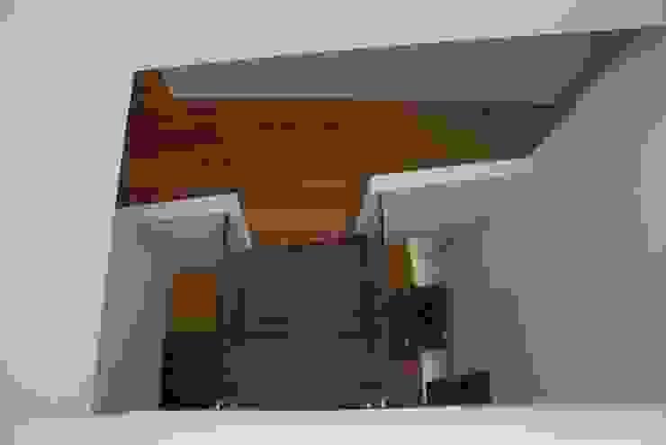 Modern Corridor, Hallway and Staircase by Architectenbureau Jules Zwijsen Modern