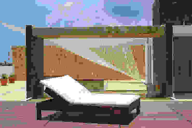 Casa Tunich Balcones y terrazas modernos de Grupo Cerma Moderno
