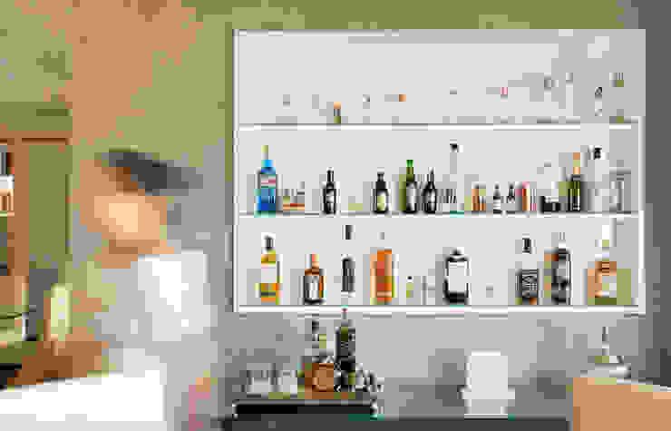 Detalhe estante bar por Ladrilho Urbanismo e Arquitetura Moderno Concreto