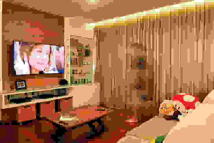 Sala de TV Salas multimídia modernas por Ladrilho Urbanismo e Arquitetura Moderno MDF