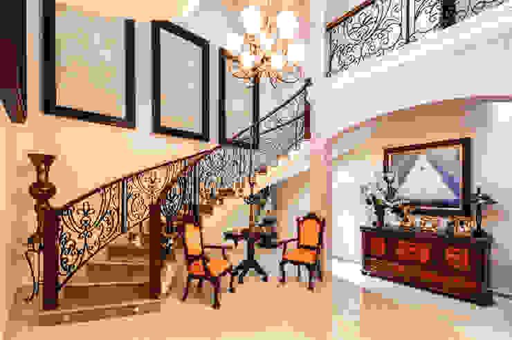 CORTéS Arquitectos Couloir, entrée, escaliers coloniaux Marbre Beige