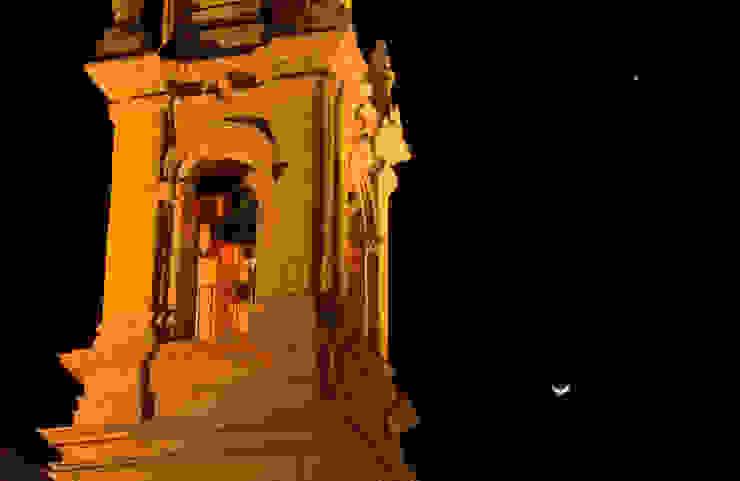 Parroquia de San Miguel, torre campanario.:  de estilo colonial por Icaro Studio, Colonial
