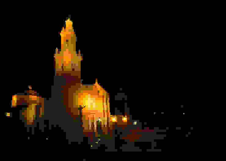 Parroquia de San Miguel, atrio.:  de estilo colonial por Icaro Studio, Colonial