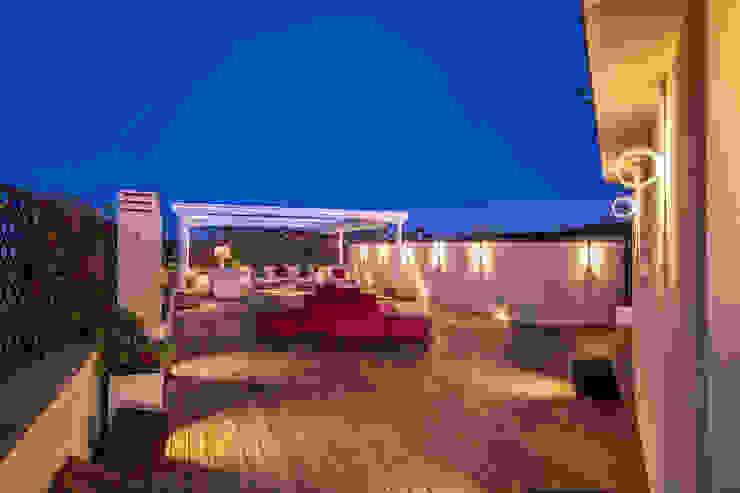 GERMANICO Balcone, Veranda & Terrazza in stile moderno di MOB ARCHITECTS Moderno