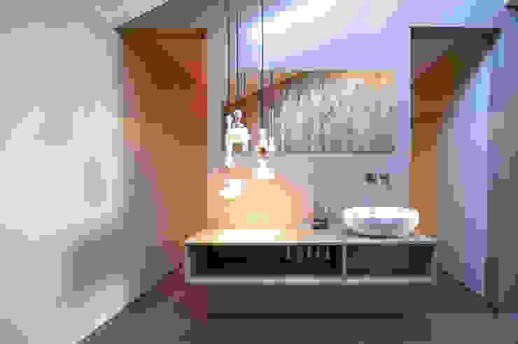 kleedruimte Moderne spa's van Heeren 3 Architecten Modern Beton