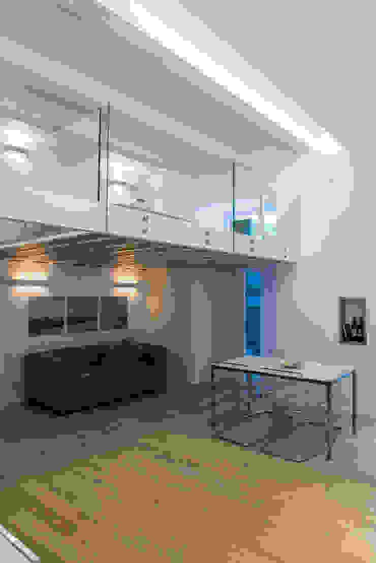 Salas de estar mediterrâneas por STUDIO ACRIVOULIS Architettra + Interior Design Mediterrâneo Madeira Efeito de madeira