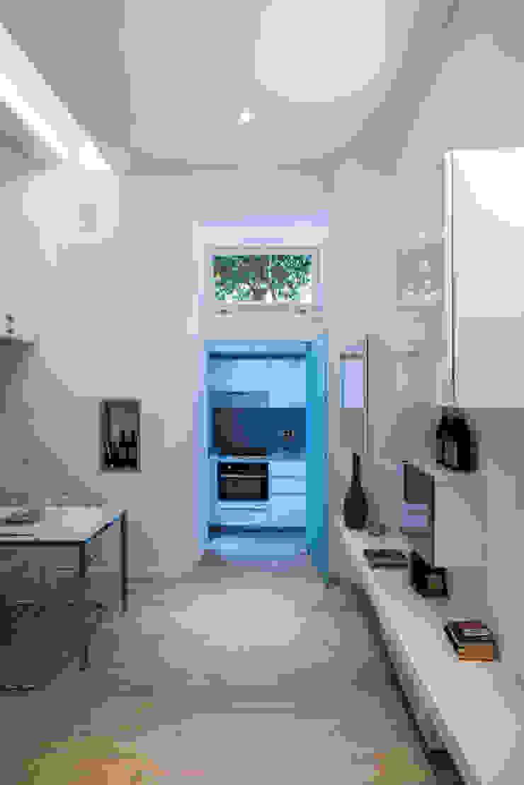 Salas de jantar modernas por STUDIO ACRIVOULIS Architettra + Interior Design Moderno Madeira Efeito de madeira