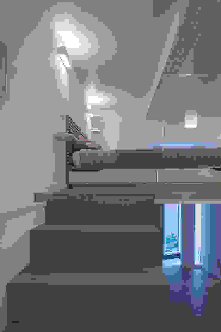 Quartos modernos por STUDIO ACRIVOULIS Architettra + Interior Design Moderno
