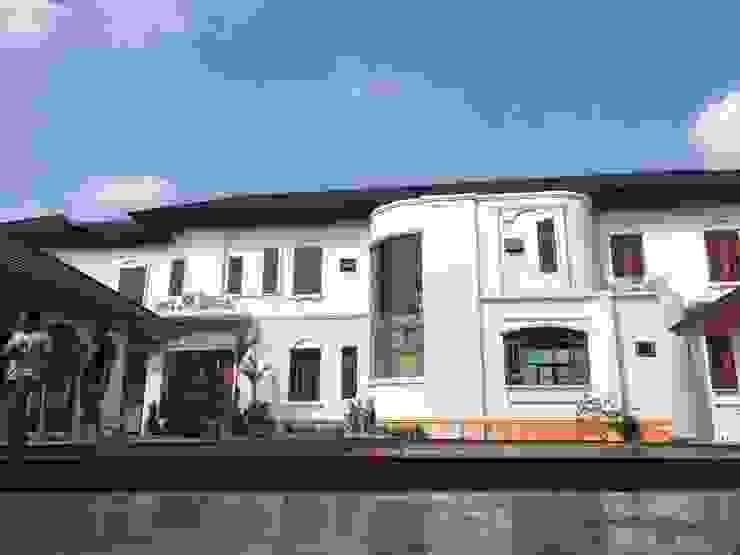 บ้านพักอาศัย 2 ชั้น โดย EAK ARCHITECT AND DEVELOPMENT CO.,LTD