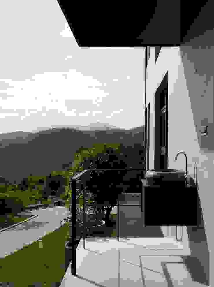 Modern Houses by 洪文諒空間設計 Modern