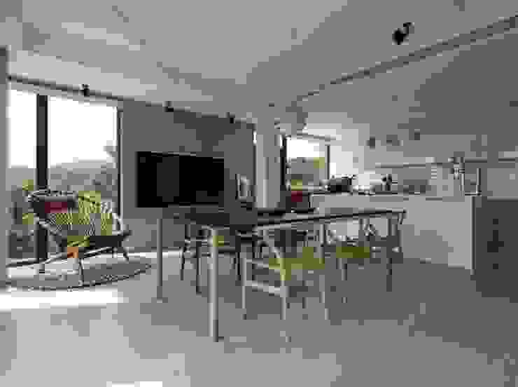 Modern Dining Room by 洪文諒空間設計 Modern