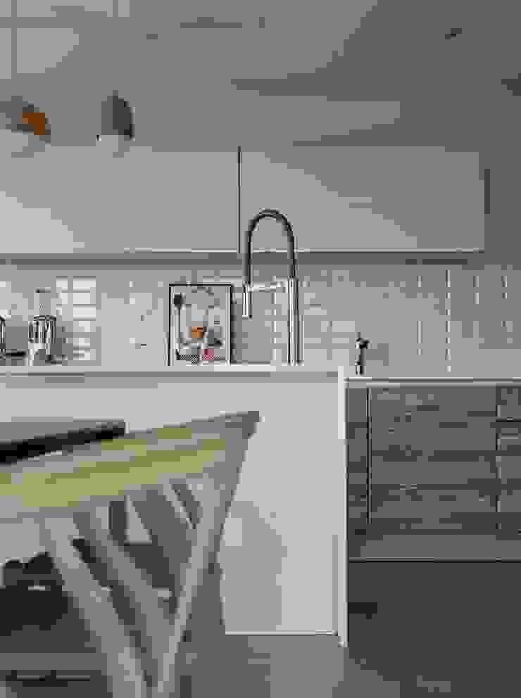 2號‧源 圭侯 洪文諒空間設計 現代廚房設計點子、靈感&圖片