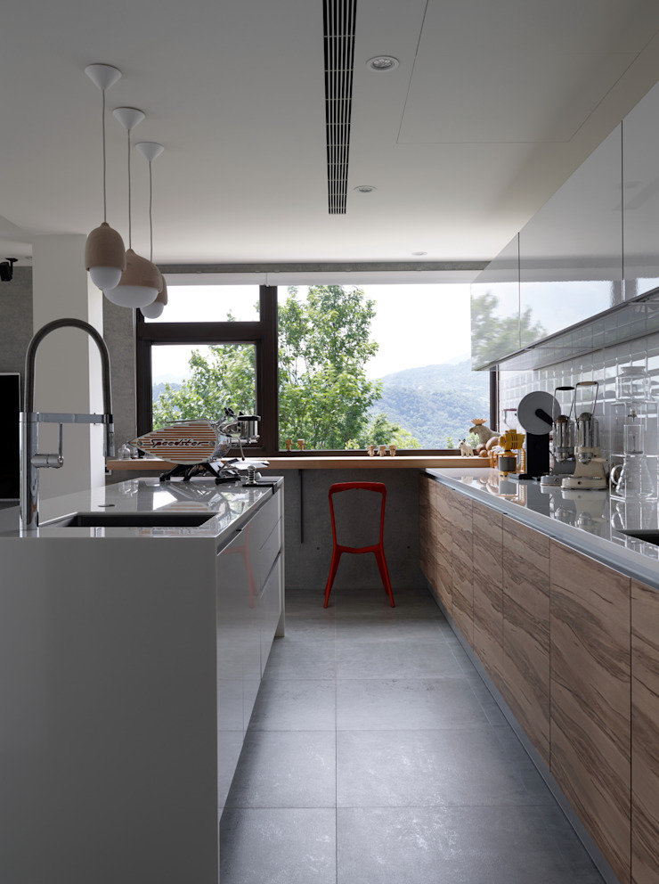 Modern Kitchen by 洪文諒空間設計 Modern