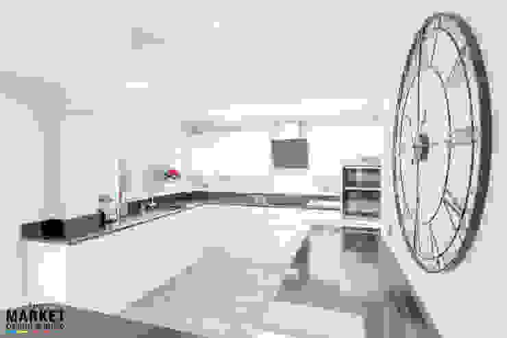MODERN & SPACIOUS KITCHEN Modern Kitchen by The Market Design & Build Modern