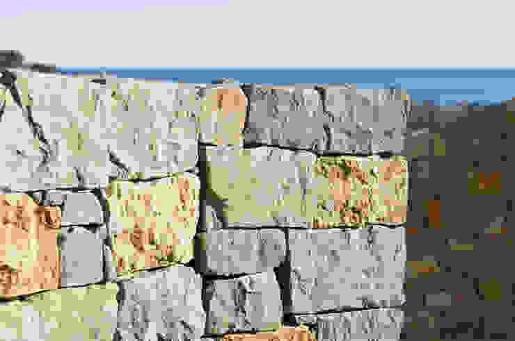 Muri in pietra a secco Misto Bordighera in un complesso residenziale in Liguria B&B Rivestimenti Naturali Case in stile mediterraneo Pietra Beige